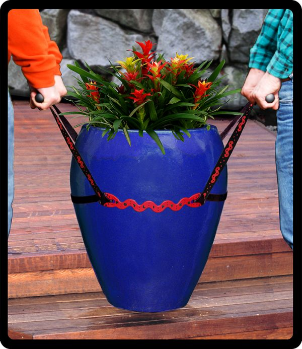 Lifting a planter with a Potlifter